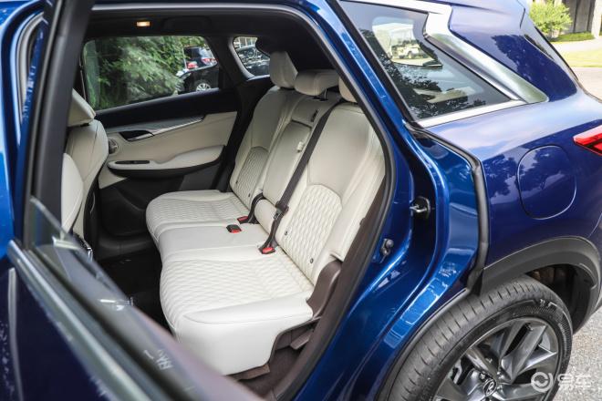 英菲尼迪QX50英菲尼迪QX50后排座椅