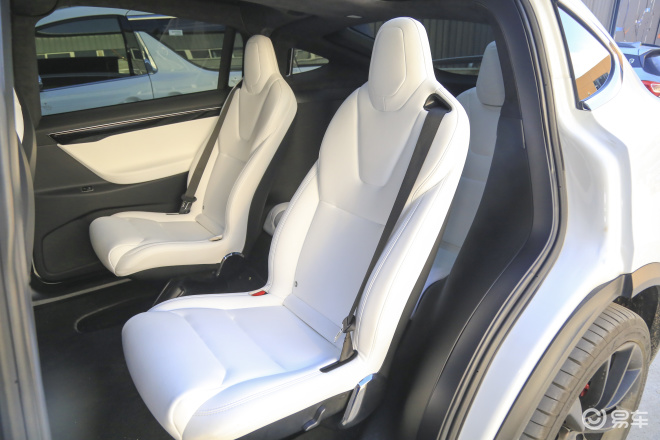 Model XModel X后排座椅