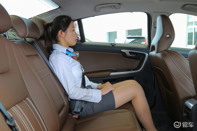 沃尔沃S60 插电混动沃尔沃S60 插电混动后排空间体验