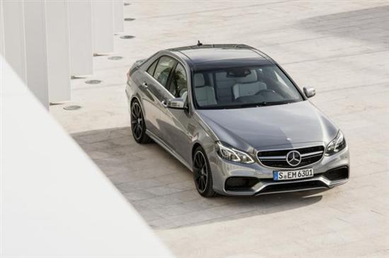 新款奔驰E63 AMG发布 动力升级/增加四驱