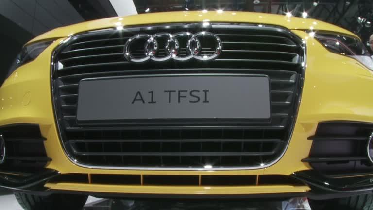 2012北京车展 黄色小车奥迪A1Sline