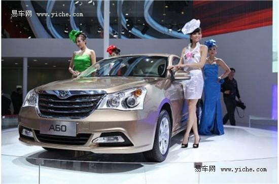 靓丽的车模与a60优雅气质相得益彰 东风风神a60北京车展幸高清图片