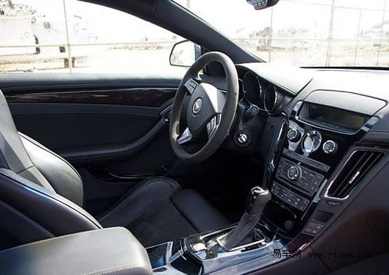 凯迪拉克/当握住凯迪拉克CTS/V Coupe的麂皮方向盘的那一刻起,我的双手...