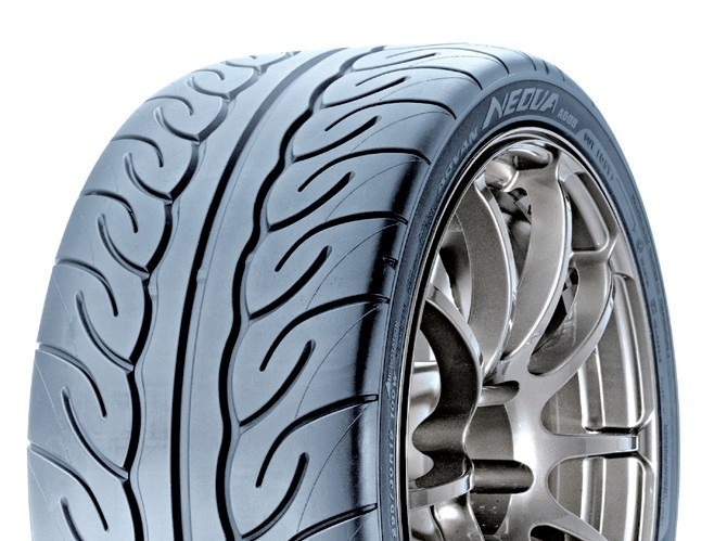 f1非对称花纹2代轮胎上首次采用了