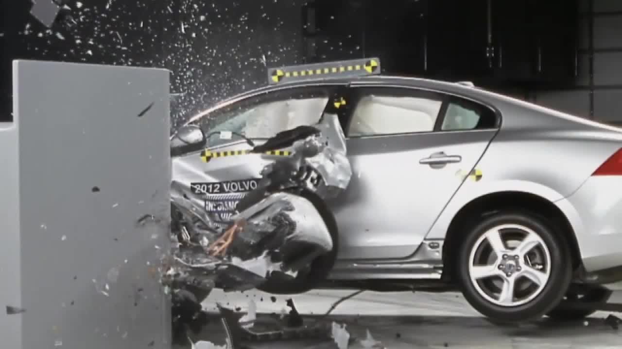 2012款沃尔沃S60 IIHS 25%正面重叠碰撞