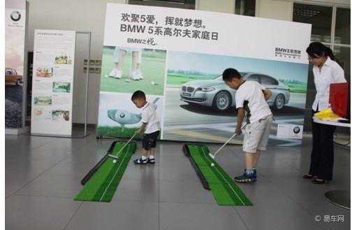 5系作为BMW的招牌车型之一,一直广受车友们的青睐,不论是其俊雅的外型,还是做工高档典雅的内饰,亦或是动感十足的驾驶体验,都征服了无数的喜爱BMW的粉丝们。而全新BMW5系的问世,无疑是给5系家族更添风采,全新BMW5系不论是线条灵动的外型设计还是舒适尊贵的驾乘体验都让它当之无愧地成为了BMW5系家族的掌门。       比萨饼(Pizza)又译作披萨饼、匹萨,是一种发源于意大利的食品,在全球颇受欢迎。比萨饼的通常做法是用发酵的圆面饼上面覆盖番茄酱,奶酪和其他配料,并由烤炉烤制而成。   比萨饼作为一种美
