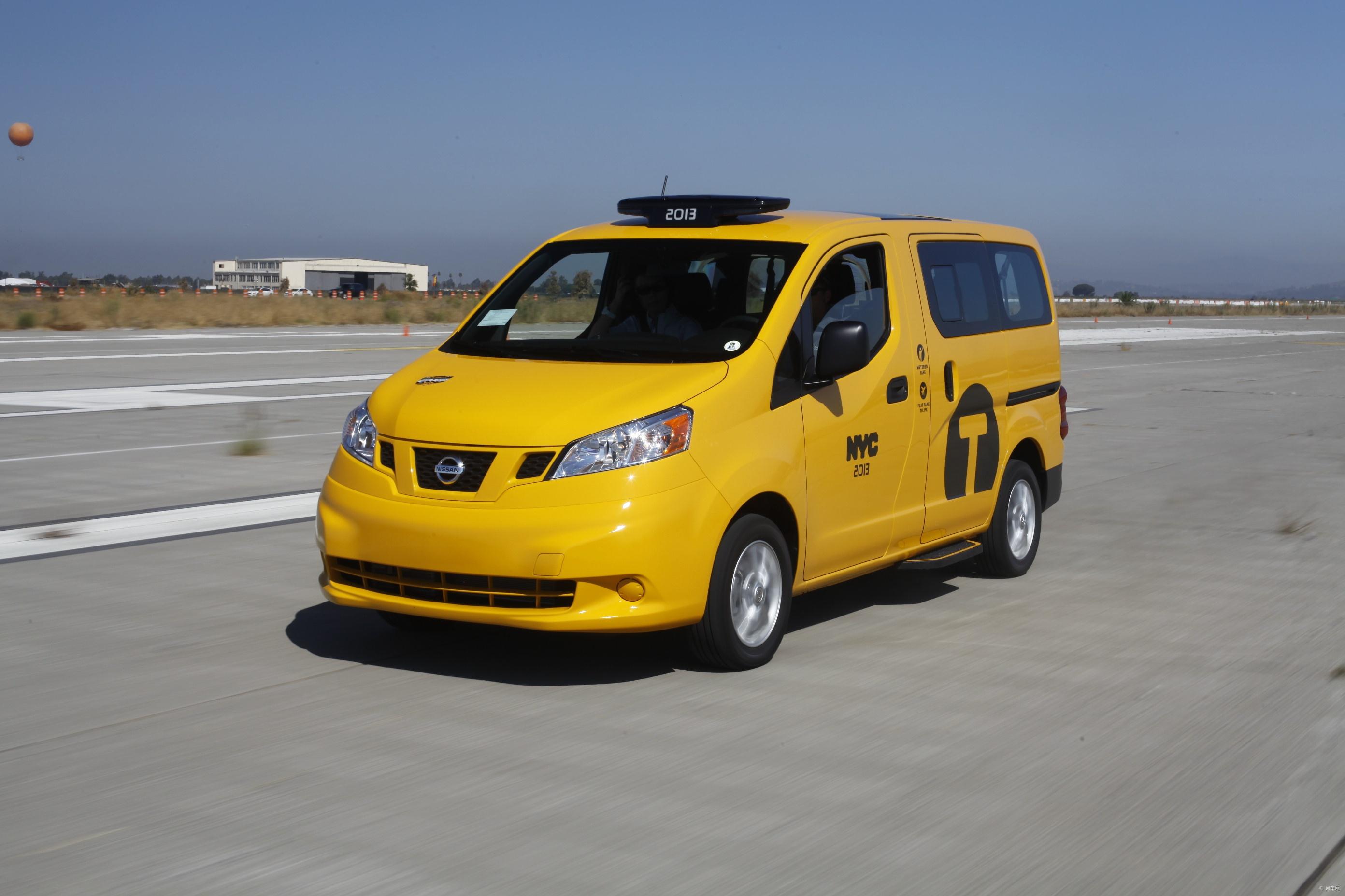 """9月,日产汽车在美国加州举办""""NISSAN 360""""活动,向全球展示日产在汽车技术领域所取得的创新突破,并提供全线车型的展示及试驾,以NISSAN NV200为代表的NV全系和其他LCV(轻型商用车)车型获得全球媒体关注。按计划,成功当选纽约未来十年唯一出租车后,NISSAN NV200出租车将于今年10月31日正式上路运营,而活动期间,细心的游客提前在好莱坞环球影城发现了NISSAN NV200出租车的黄色身影。事实上,国内尽管没有出租车版的NISSAN NV200,但却随处可见"""