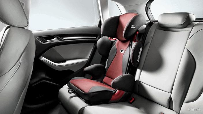 """""""奥迪升级版儿童安全座椅""""适用于体重在15至36千克、年龄在3.5至12岁的儿童。随着孩子体型的增长,该款座椅需配合车辆安全带使用。座椅的头枕、靠背高度能根据孩子身高、体型自行调整,并且靠背和坐垫部分可通过隐藏在背后内部下方的按键,轻松折叠在一起,方便搬运、节省存储空间。 以上三款奥迪儿童安全座椅均采用先进的ISOFIX固定方式(ISOFIX即International Standards Organization FIX的简称),较其他固定方式更为安全稳固,并且安装非常便利。 奥"""