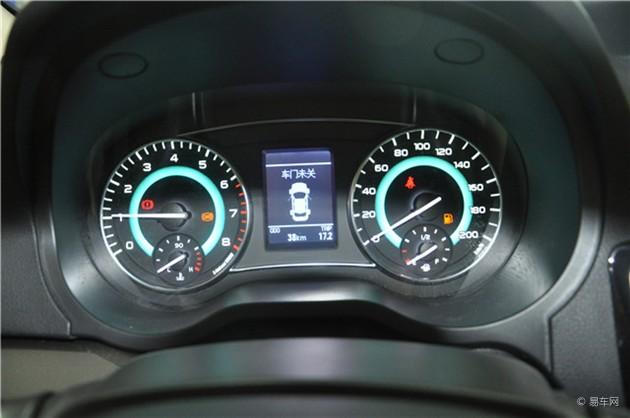 """基于出众品质,长城C30上市当年,便荣膺""""2010 CCTV年度紧凑型车型"""",成为最受欢迎的自主品牌车型之一。长城汽车秉承一贯优秀品质和扎实工艺,精心推出""""7万余元6速自动档家轿""""—2015款C30。以成熟可靠技术为依托,打造超值自动档,以高性价比优势,满足客户多样化高品质需求。2015款C30凭借过硬品质和贴心服务,必将开创新一代家轿典范。"""