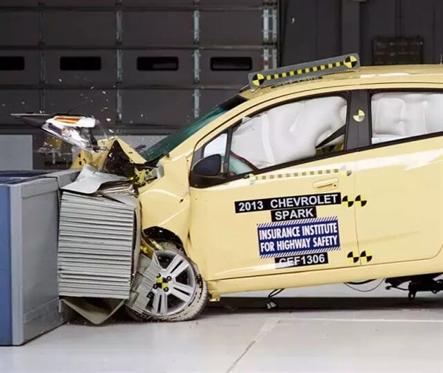 工程师们是如何测试一款车的安全性的?