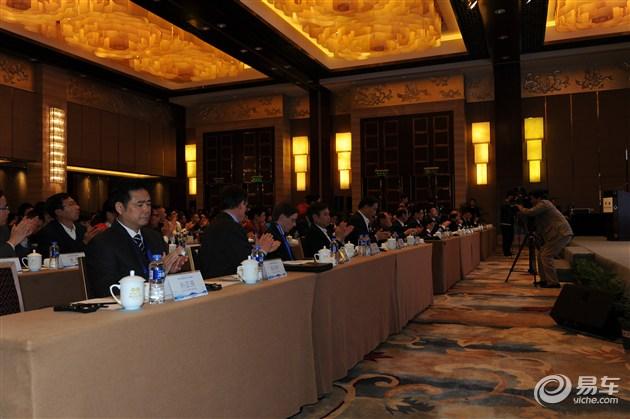 智能交通与车联网产业高峰论坛成功举办