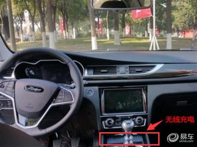 空调控制按钮也从触摸按键改为了物理按键.