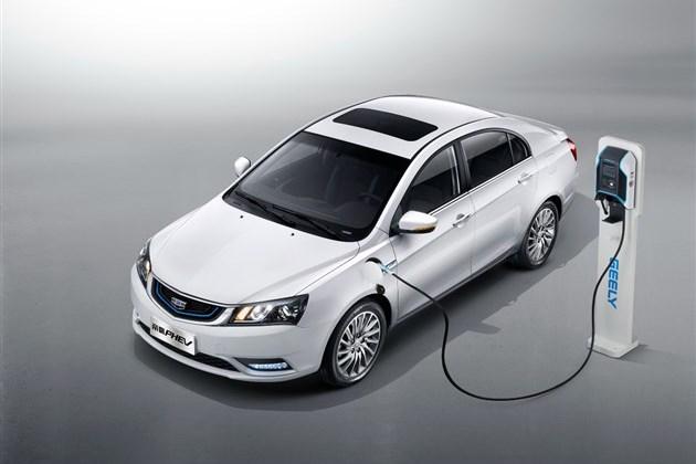 吉利帝豪PHEV亮相 推3款车型/9月上市