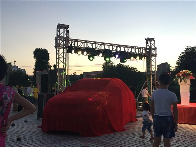 上饶荣泰众泰SR7 2017款6.68万起售百变上市