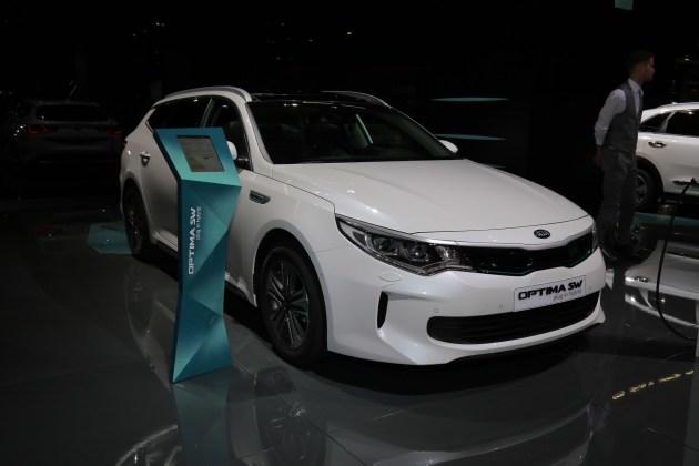 2017法兰克福车展:起亚K5旅行版混动版首发