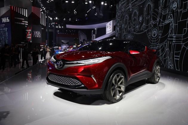 此次亮相的丰巢WAY是丰田旗下的小型SUV概念车,但和之前上海车展的WAY设计保持一致。该车基于TNGA全球模块化生产架构打造; 前脸造型已经和海外版本C-HR有所区别。