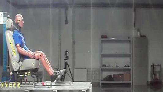 奇瑞瑞麒G5 C-NCAP测试座椅鞭打碰撞