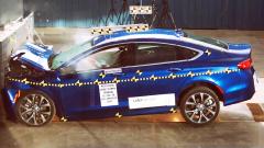 2017款克莱斯勒200 NHTSA正面碰撞测试