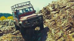路虎卫士四驱遥控车 攀爬岩石强悍越野