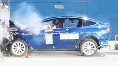 2017款特斯拉Model X 正面碰撞测试