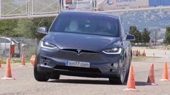 特斯拉Model X 紧急避让麋鹿测试