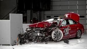 2016款奔驰C300 美国IIHS正面25%碰撞
