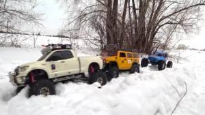 雪地越野丰田坦途被困