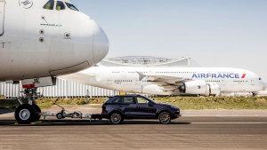 卡宴拖动285吨空客A380