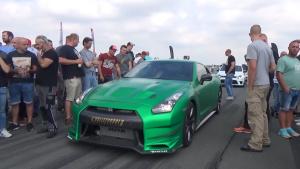 实拍绿色日产GT-R