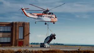 直升机高空悬吊猛禽