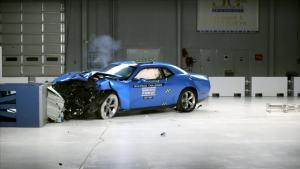 2016款道奇挑战者 IIHS正面40%碰撞测试