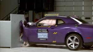 2016款道奇挑战者 IIHS正面25%碰撞测试