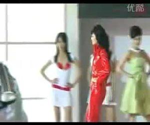 比亚迪北京车展展台美女车模彩排