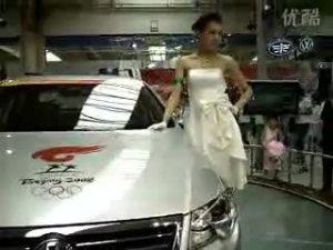 一汽大众长春车展速腾旁的美女车模