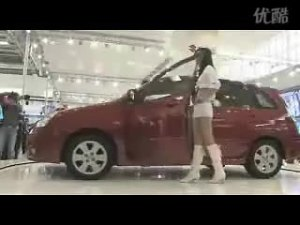 车展现场 铃木利亚纳伴随车模热舞