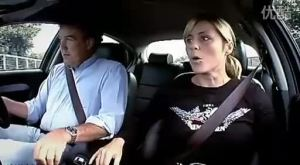 载着美女驾驶捷豹S型疯狂追逐路车
