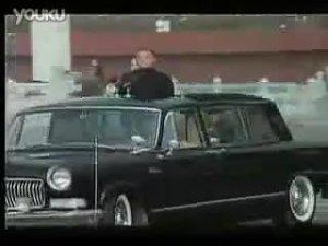 邓小平同志乘坐红旗车驶向阅兵场