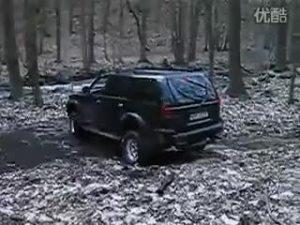 踏枯叶过小溪 三菱帕杰罗速跑丛林测试