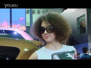 2011上海车展 JEEP展台美女身穿个性T恤