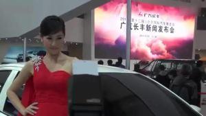 就是这么诱惑 红裙靓妹亮相力帆530展台