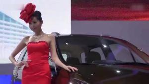 加大号城市SUV景逸携红裙佳人亮相展台