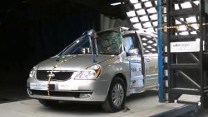2014款起亚嘉华 侧面柱形碰撞测试
