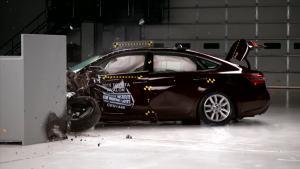 2015款丰田亚洲龙 IIHS正面25%碰撞测试
