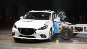 C-NCAP碰撞测试 马自达3昂克赛拉获五星