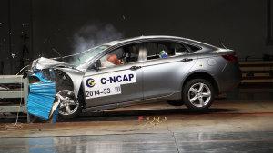 C-NCAP碰撞测试 一汽奔腾B70荣获五星