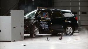 2015款道奇酷威 IIHS正面25%碰撞测试