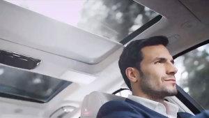 全新捷豹XJ 配备豪华全景电动天窗