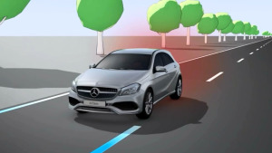 新款奔驰A级 配备车道保持辅助系统