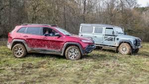 户外撒欢越野 Jeep自由光PK路虎卫士