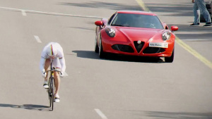 极限竞速挑战 自行车PK阿尔法·罗密欧4C